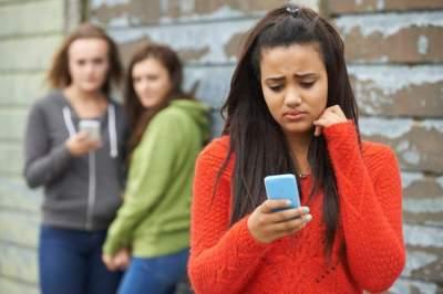 طالبة تبتكر تطبيقاً إلكترونياً يهدف لإقناع المراهقين بالابتعاد عن التنمر