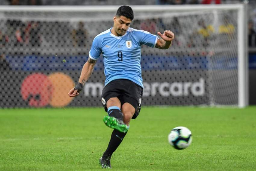 Uruguay's Luis Suarez strikes the ball during the Copa America football tournament group match against Ecuador at the Mineirao Stadium in Belo Horizonte, Brazil, on June 16, 2019. (Photo by Luis ACOSTA / AFP)