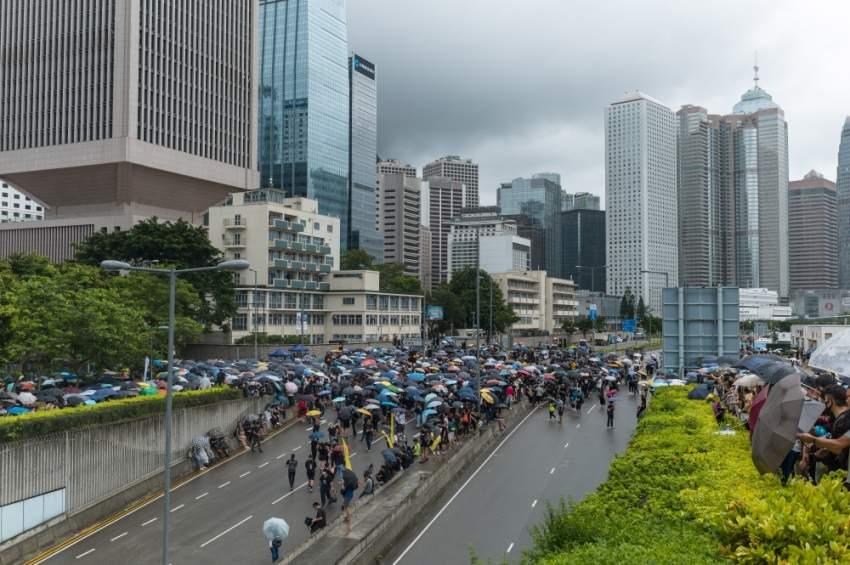 المحتجون في شوارع هونغ كونغ. (إي بي أيه)