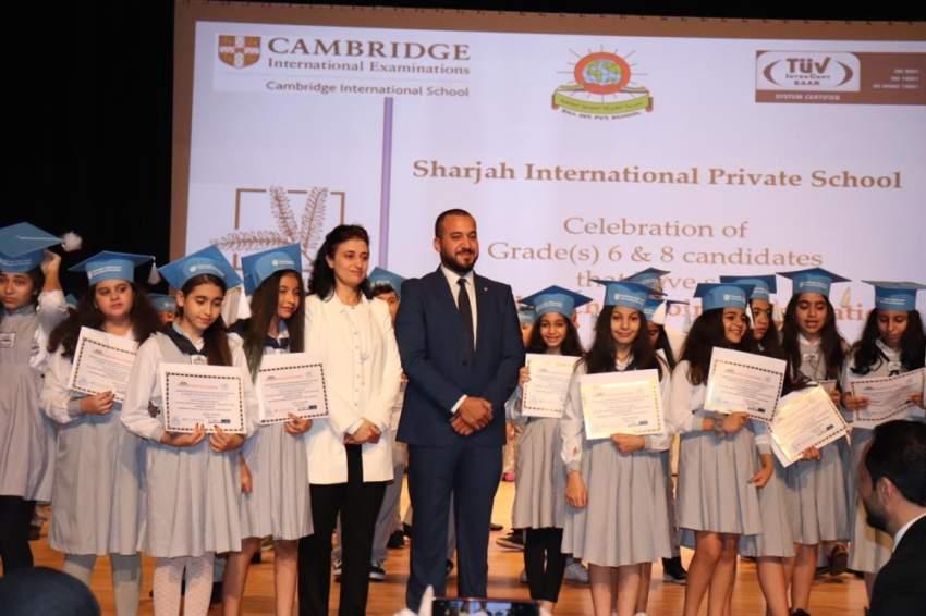 من تكريم الطلبة في مدرسة الشارقة الدولية الخاصة. (الرؤية)