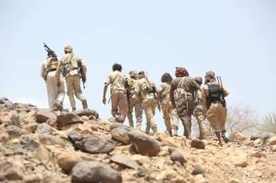 جنود يمنيون على خطوط المواجهة مع المتمردين الحوثيين. (رويترز)