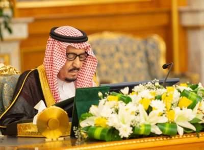 خادم الحرمين الشريفين مترئساً اجتماع مجلس الوزارء في جدة. (واس)