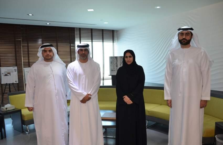جانب من لقاء مسؤولي صندوق خليفة لتطوير المشاريع مع جمعية رواد الأعمال الإماراتيين. (الرؤية)
