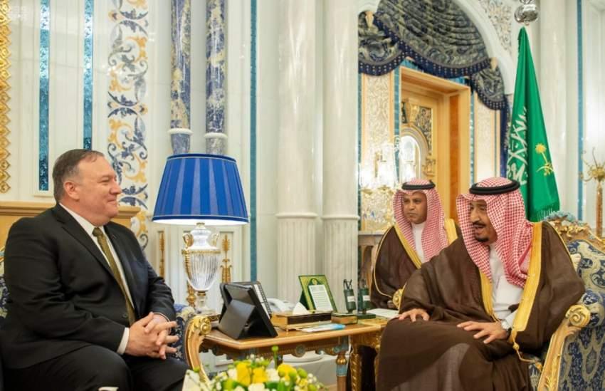 خادم الحرمين الشريفين مستقبلاً مايك بومبيو في جدة. (واس)