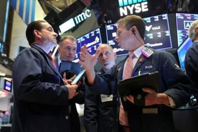تفاعل إيجابي لمؤشرات الأسواق المالية مع أنباء عودة المحادثات التجارية بين الصين والولايات المتحدة. (رويترز)