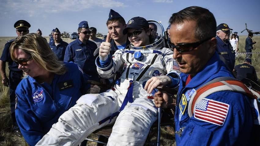 حط رواد الفضاء في في سهول كازاخستان