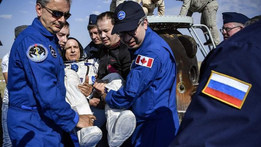 رواد الفضاء بعد عودته للأرض