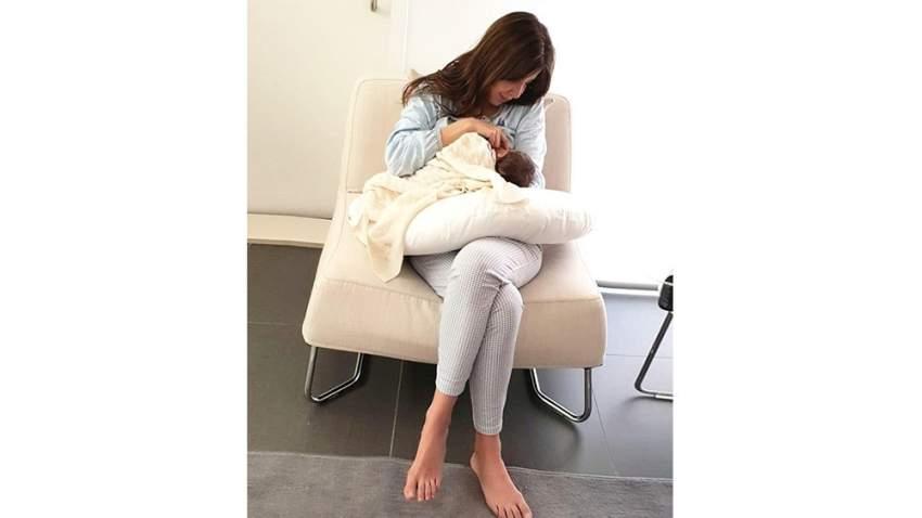 نانسي عجرم مع ابنتها بعد الولادة
