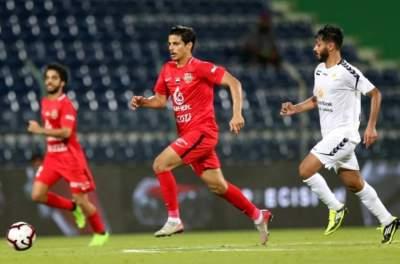 أحمد العطاس مشاركاً مع شباب الأهلي في الدوري. (الرؤية)