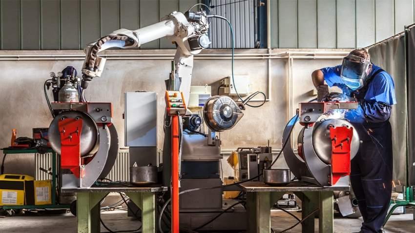 الاعتماد على الروبوتات في التصنيع يساهم في سيطرتهم على الوظائف