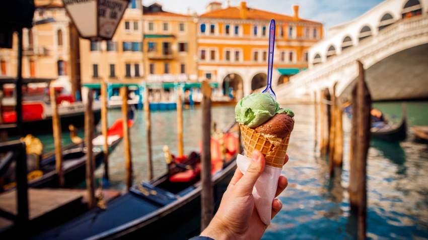 الجيلاتو تخرج عن ثوبها التقليدي، وتقدم إلى جانب الأطباق الرئيسية في إيطاليا