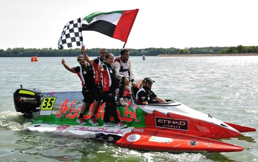 احتفالية فريق أبوظبي بعد الفوز
