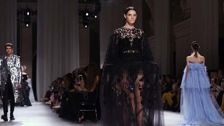 عرض أزياء جيفنشي في باريس