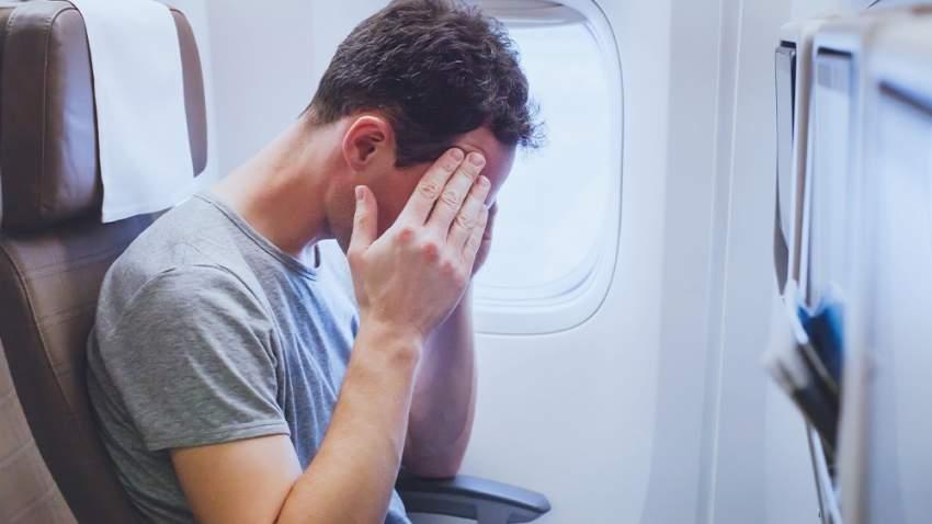 إذا كنت تعاني من أي حالة هلع داخل الطائرة أخبر الطاقم