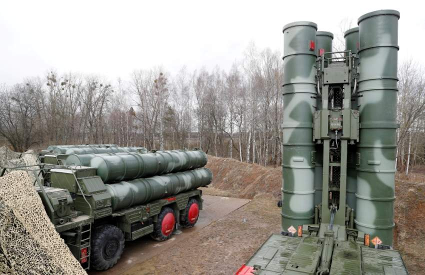 """FILE PHOTO: A view shows a new S-400 """"Triumph"""" surface-to-air missile system after its deployment at a military base outside the town of Gvardeysk near Kaliningrad, Russia March 11, 2019. Picture taken March 11, 2019. REUTERS/Vitaly Nevar/File Photo"""