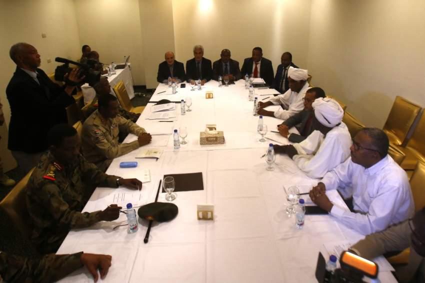 المجلس العسكري بالسودان يستأنف المحادثات مع المعارضة