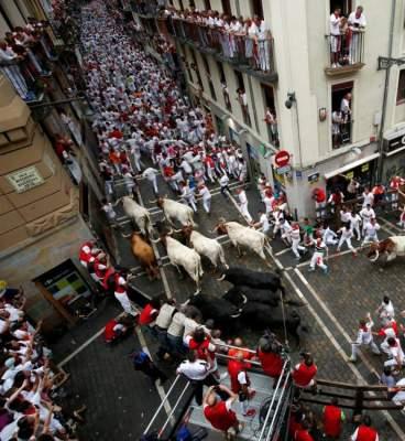 مهرجان بامبلونا لمصارعة الثيران يقام كل عام بمدينة بامبلون الإسبانية