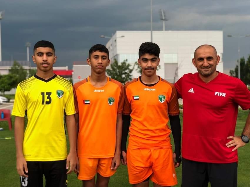 زكريا أحمد مع الحراس الثلاث.(الرؤية)