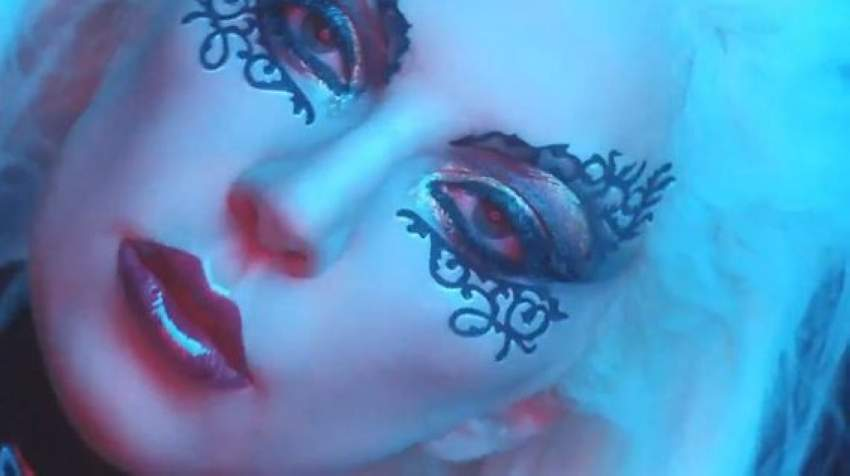 ليدي جاجا كما ظهرت في الإعلان الترويجي