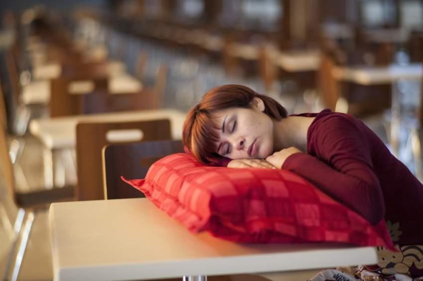 مشاكل النوم في منتصف العمر تنذر بالزهايمر