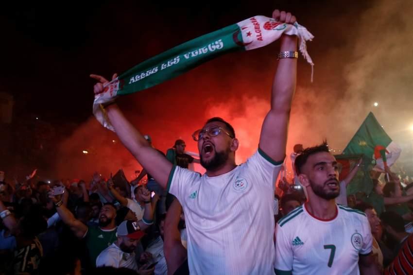 الجماهير أثناء المباراة - رويترز