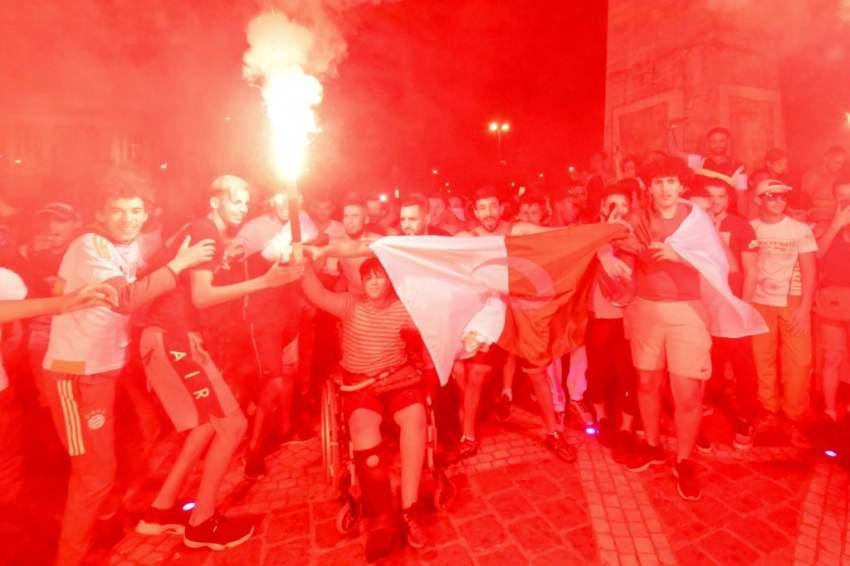 جانب من الاحتفالات بعد الفوز - أ ف ب