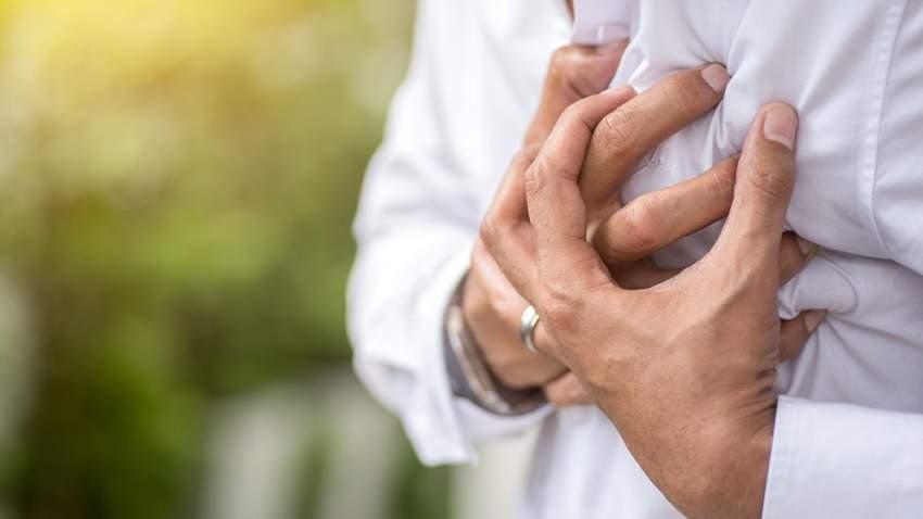 يجب استشارة الطبيب فوراً في حال الشعور بالغثيان وسرعة دقات القلب أو الاختناق