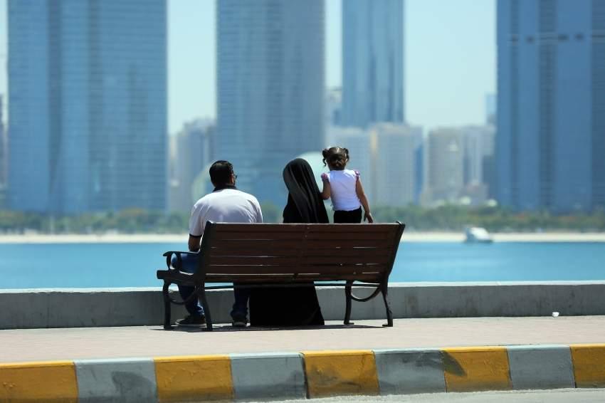 استمتاع بمنظر البحر مع العائلة - كاسر الأمواج - أبوظبي