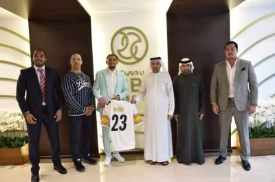 ناصر آل رحمة مع اللاعب الأمريكي والوفد المرافق له
