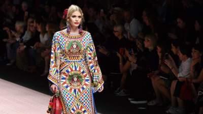 كيتي سبنسر شاركت ثلاث مرات في عروض أزياء دولتشي أند غابانا