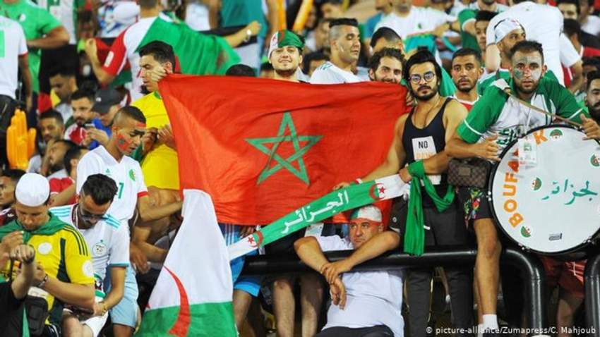جماهيرية مغربية تقف مع الجزائر