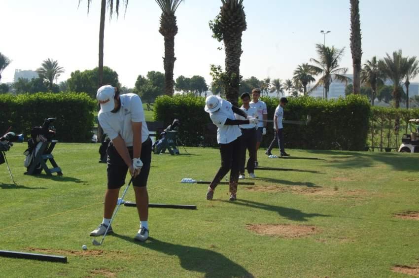 جانب من تدريبات لاعبي منتخبات الغولف