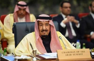 العاهل السعودي يوافق على استضافة قوات أمريكية لتعزيز أمن المنطقة
