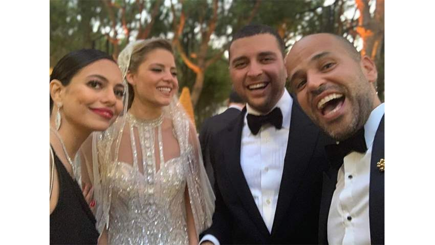 أبو وزوجته في حفل الزفاف