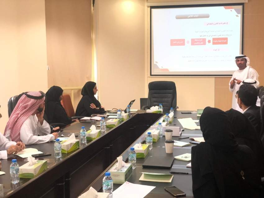 خلال زيارة وفد «تنمية المجتمع» مراكز الدعم الاجتماعي بشرطة أبوظبي. (الرؤية)