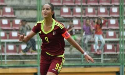 دينا كاستيلانوس