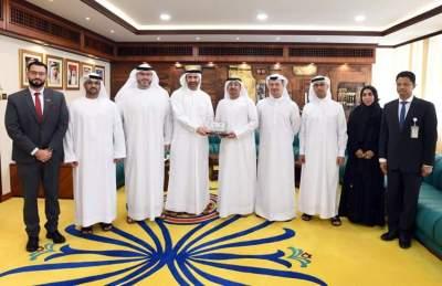 مدير عام بلدية دبي يكرّم الفكرة الفائزة في مؤتمر جائزة الأفكار العربية الدولي الرابع عشر 2019