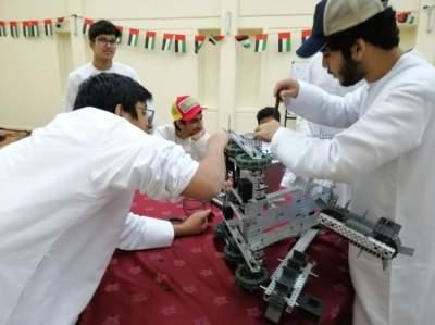 جانب من مشاركة الطلبة في المعسكر الصيفي لنادي الإمارات العلمي.