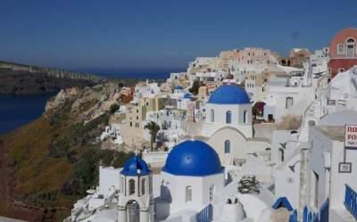 جزيرة سانتوريني اليونانية.