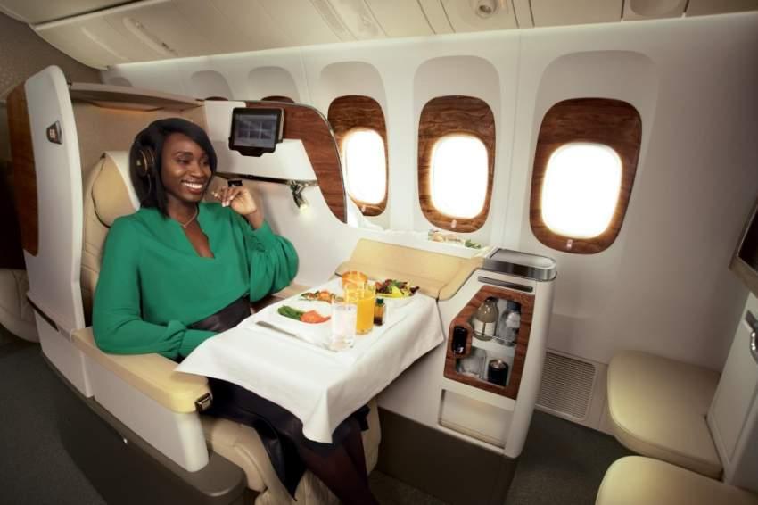 طيران الإمارات يحتل المركز الأول من ناحية الفخامة وراحة الركاب