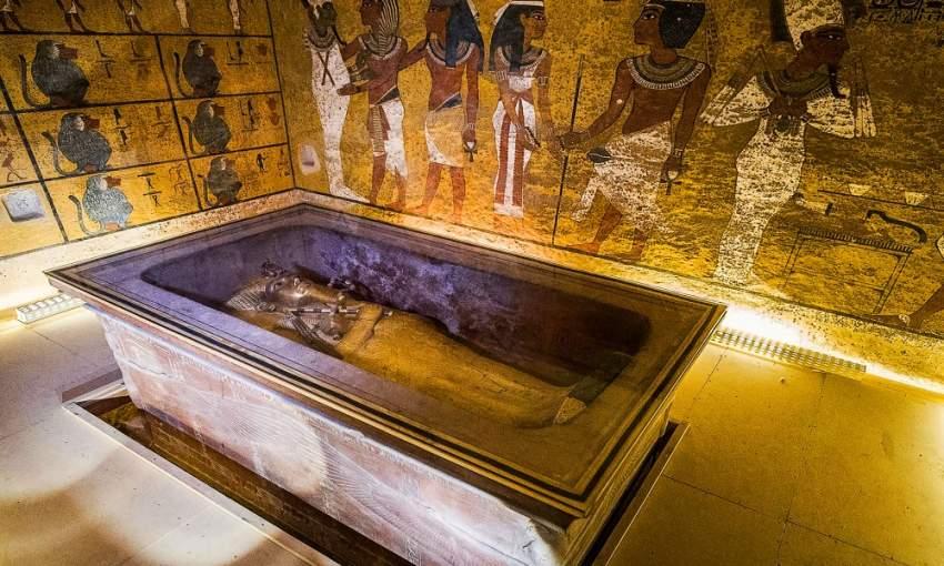 هناك صعوبة في القيام بعمليات ترميم للمومياء داخل المقبرة التي ترقد بها في منطقة وادى الملوك غرب مدينة الأقصر