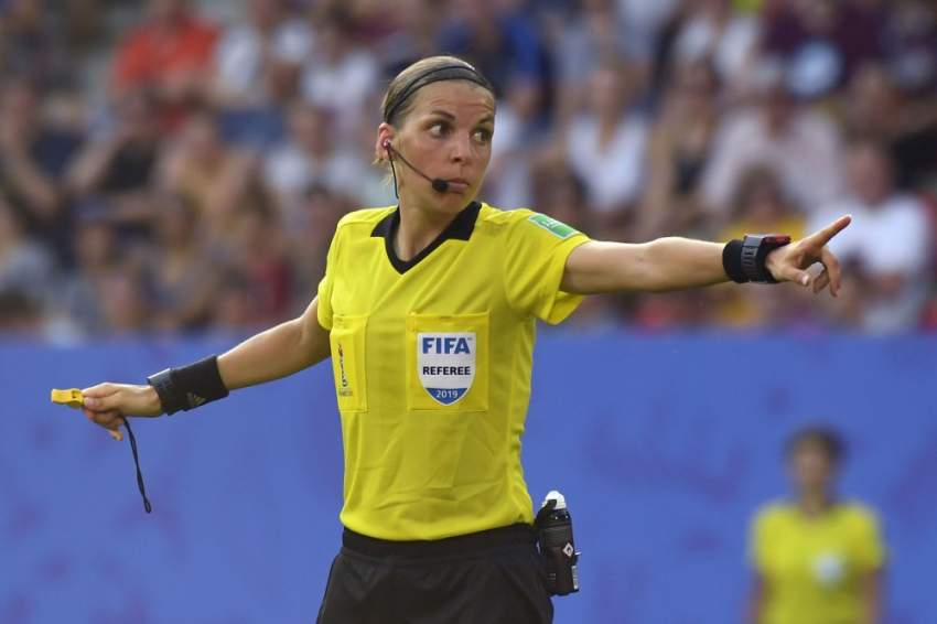 (FILES) In this file photograph taken on June 29, 2019, French referee Stephanie Frappart gestures during the France 2019 Women's World Cup quarter-final football match between Germany and Sweden at The Roazhon Park Stadium in Rennes, north-western France. - UEFA announced on August 2, 2019, that France's Stéphanie Frappart will become the first female referee of a major men's match on August 14, 2019, at the final of the European Super Cup between Liverpool and Chelsea in Istanbul. (Photo by Damien MEYER / AFP)
