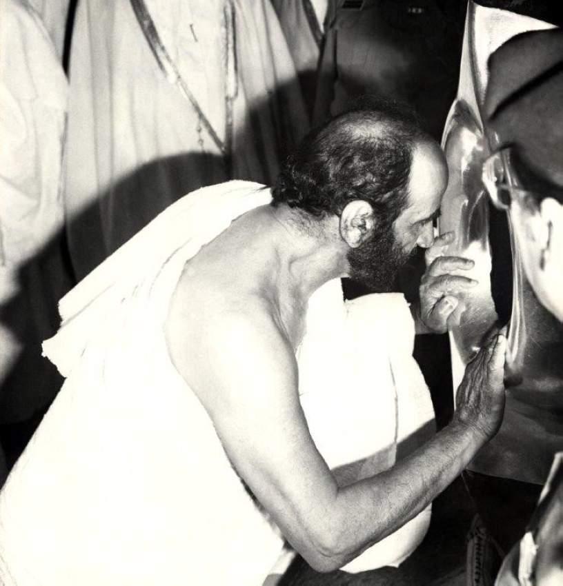 الشيخ زايد عند الحجر الأسود