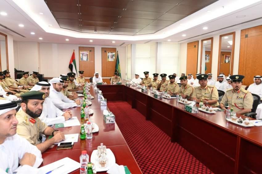 خلال اجتماع تقييم أداء الإدارة العامة للتحريات والمباحث الجنائية في دبي. (الرؤية)