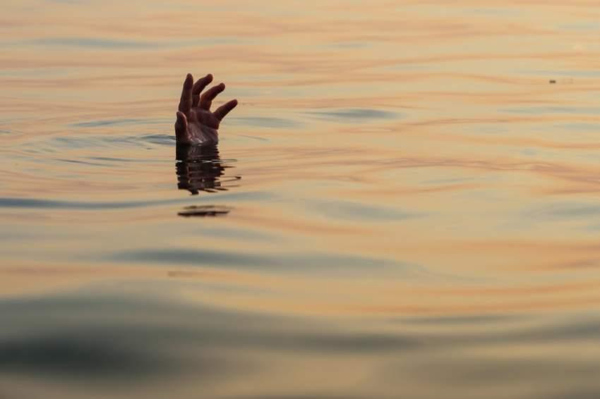 إحالة مدرب سباحة إلى النيابة العامة بتهمة الإهمال في قضية غرق مواطن