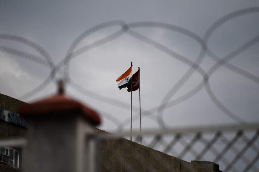 باكستان تطرد السفير الهندي وتعلق التجارة مع نيودلهي
