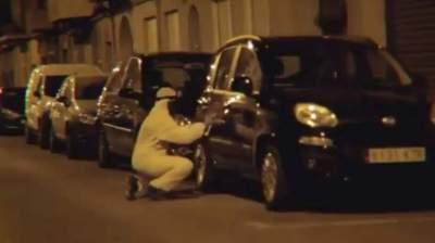 لماذا يُخرب شباب إسبان سيارات السياح؟