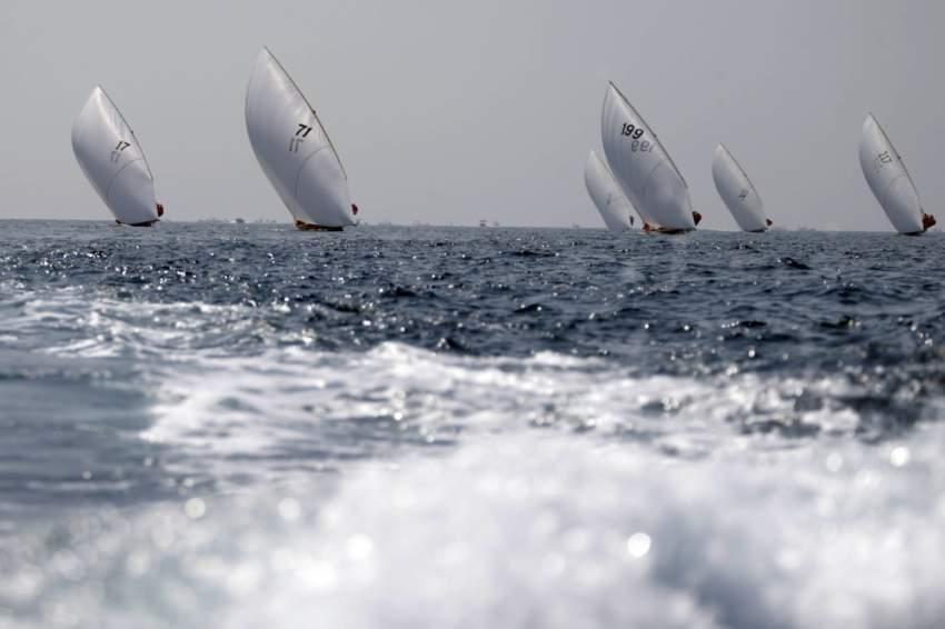من أحد سباقات القوارب الشراعية في دبي أخيراً. (الرؤية)