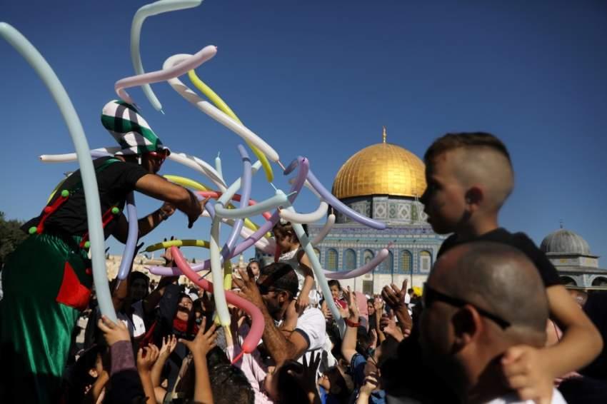 احتفالات في القدس بمناسبة عيد الأضحى بجانب مسجد قبة الصخرة (رويترز)