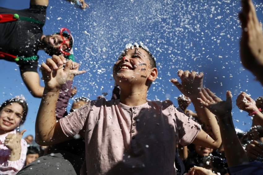 أطفال القدس يتحدون الظروف القاسية ويحتلفون بعيد الأضحى (رويترز)